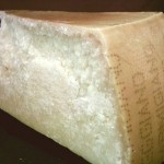 Parmigiano_reggiano_piece
